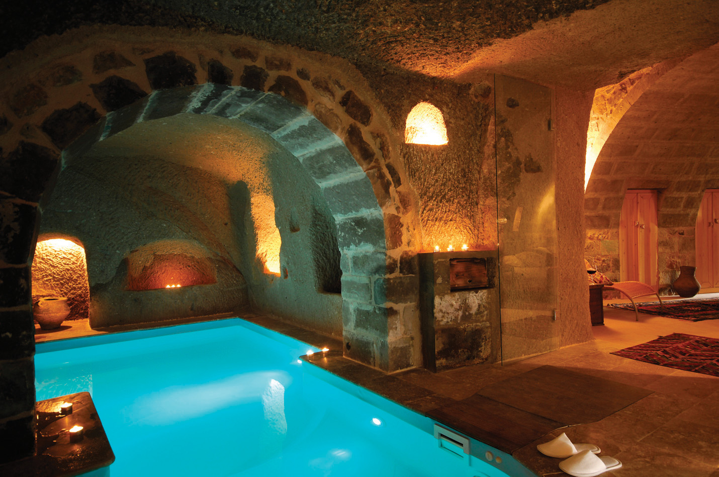 Cave hotels kitesnsights for Hotel luxury definicion