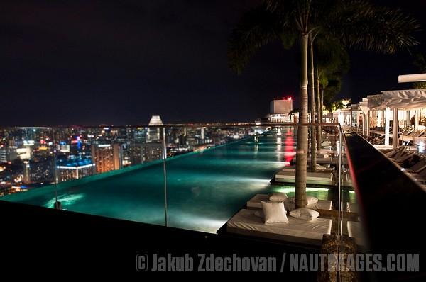 Travel the world kitesnsights - Marina bay sands infinity pool ...